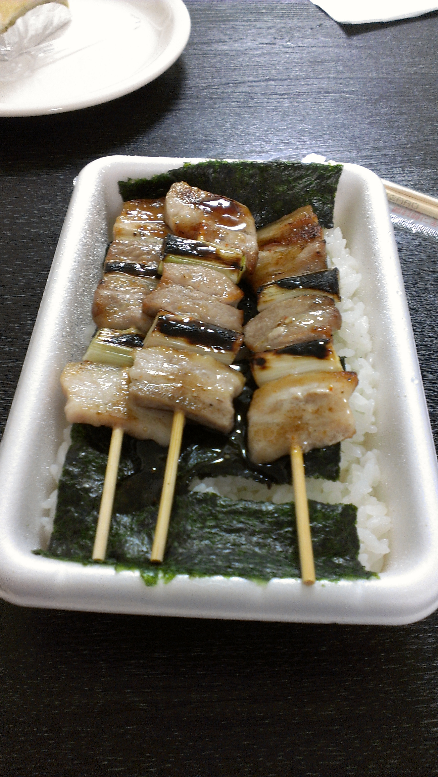 函館グルメを満喫!【その壱】海鮮丼、やきとり弁当、豆パンなど